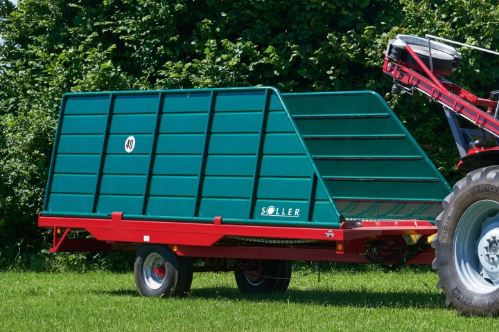 Vine loading wagon